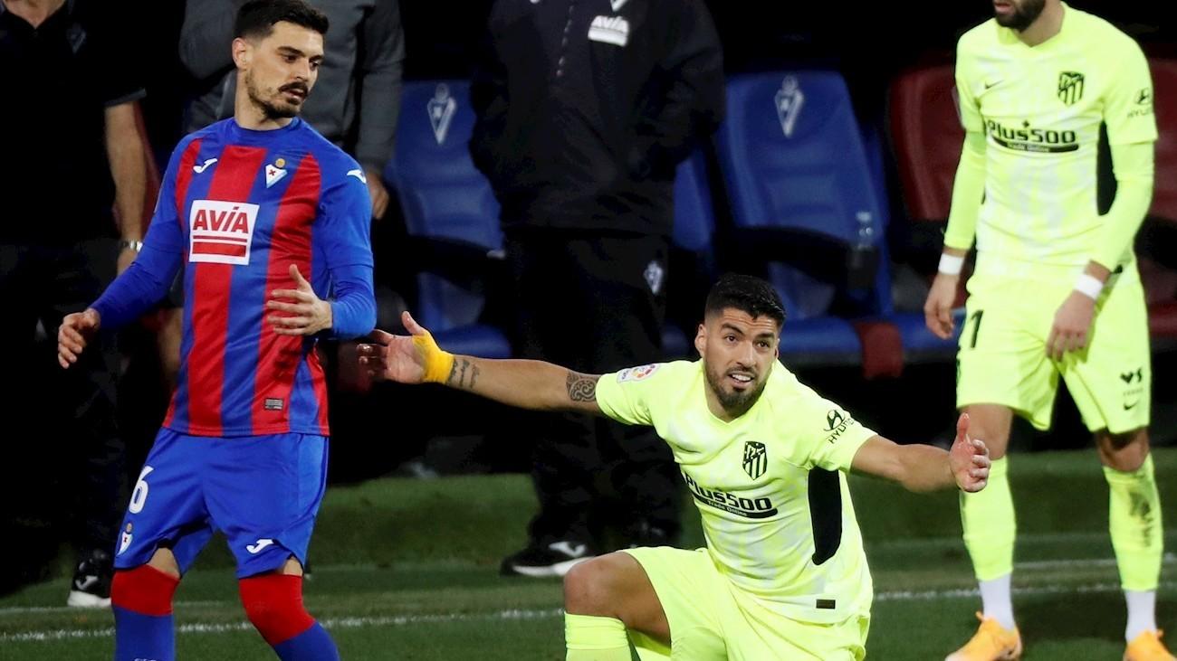 Luis Suárez ante el Eibar