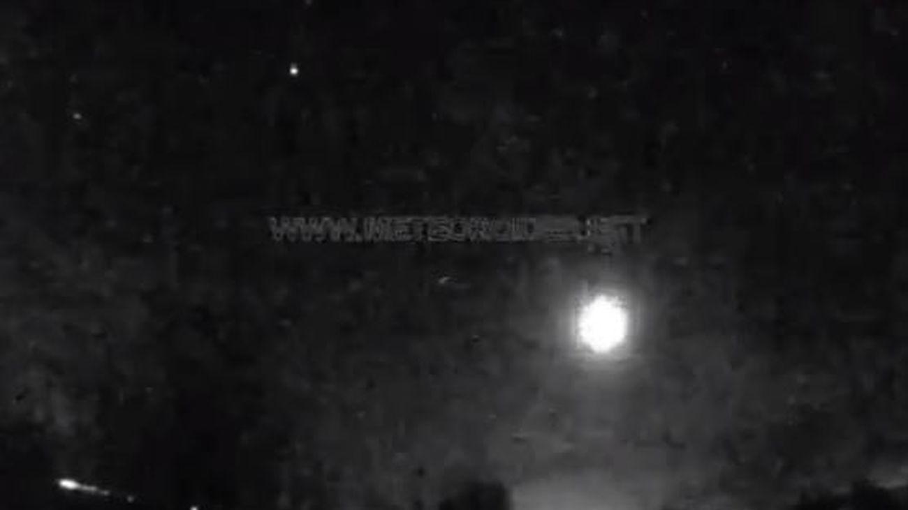 La roca de un asteroide genera una gran bola de fuego sobre Madrid