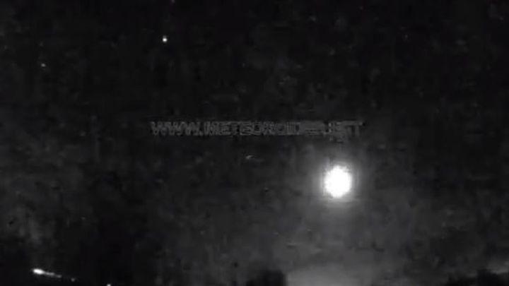 La roca de un asteroide genera una gran bola de fuego sobre Madrid visible en toda España