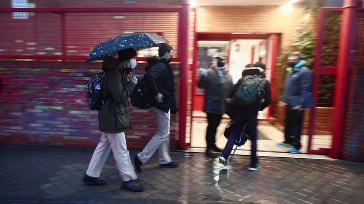Los colegios de Madrid enfrentan los contratiempos sanitarios y meteorológicos
