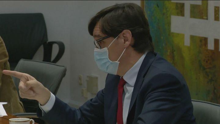La oposición critica al ministro Illa por seguir en Sanidad y cuestiona sus decisiones por estar en clave electoral
