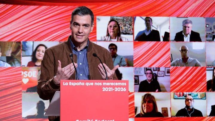 """Sánchez dice que """"vamos a superar"""" el objetivo de vacunar al 70% de los españoles en verano"""
