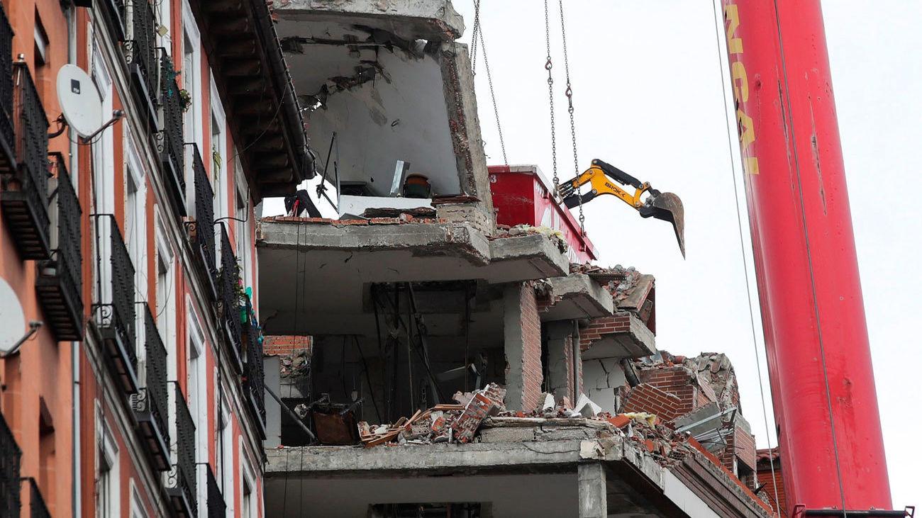 Trabajo de demolición en el edificio de la calle Toledo