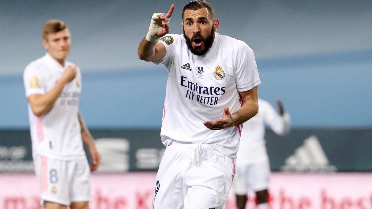 Benzema celebrando su gol ante el  Alavés
