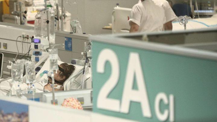 """El doctor César Carballo avisa: """"Cada día hay menos camas libres en los hospitales madrileños"""""""