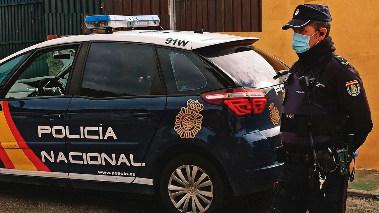 Agente de Policía Nacional durante un operativo