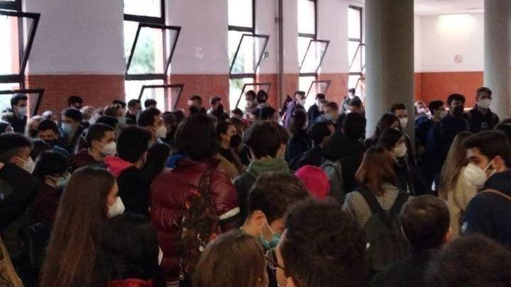 """Los universitarios, indignados por las aglomeraciones en los exámenes: """"Se pone en riesgo nuestra salud"""""""