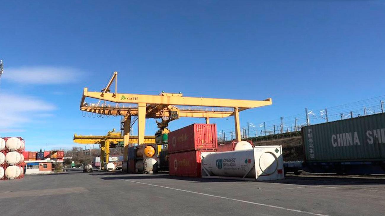 Abroñigal, punto de encuentro entre  camiones y trenes de mercancía