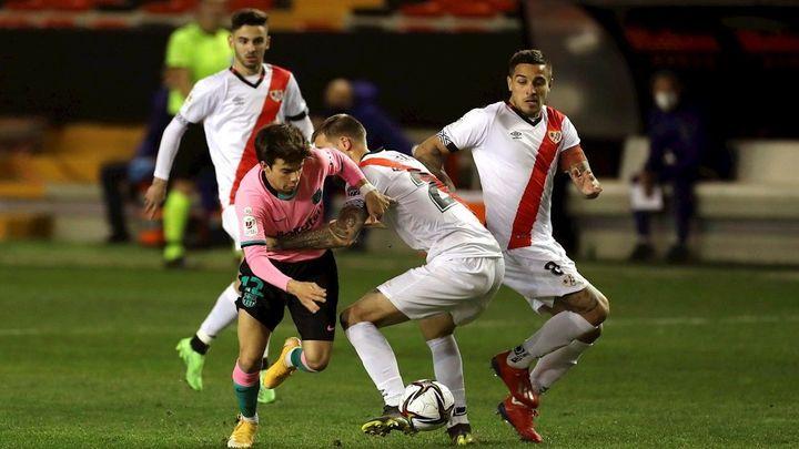 1-2. El Rayo hace sufrir a un Barça que acaba metiéndose en cuartos de la Copa