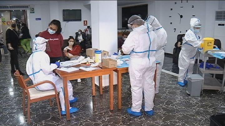Madrid paraliza la vacunación durante dos semanas por falta de dosis
