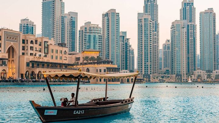 La polémica oferta de un club británico: vacunarse en un viaje de lujo a Dubái