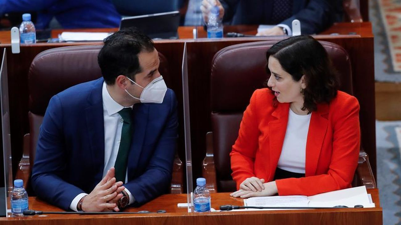 La presidenta de la Comunidad, Isabel Díaz Ayuso, junto con el vicepresidente, Ignacio Aguado, en la Asamblea de Madrid