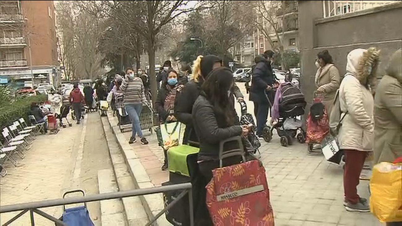 Crecen las 'colas del hambre' en Madrid