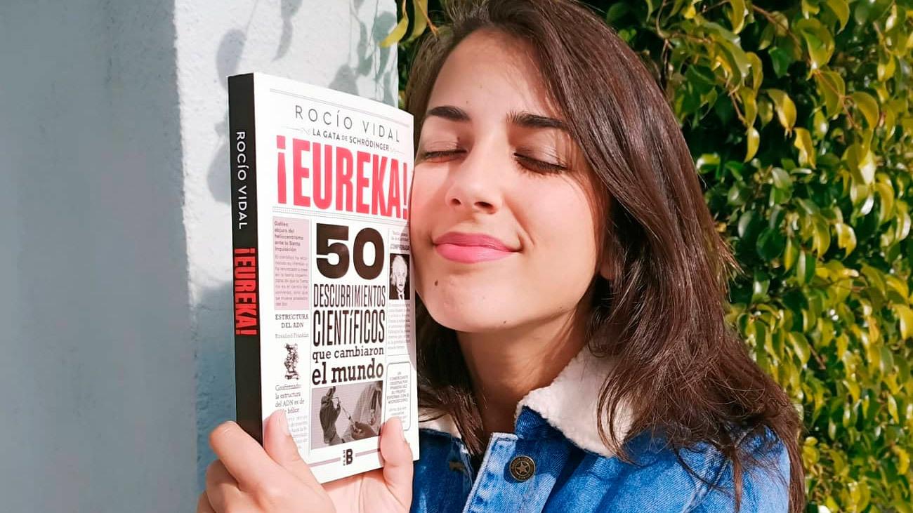 Rocio Vidal se abraza a su nuevo libro