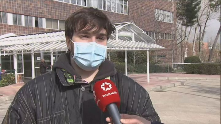 Universitarios protestan frente al Rectorado de la Autonóma contra los exámenes presenciales