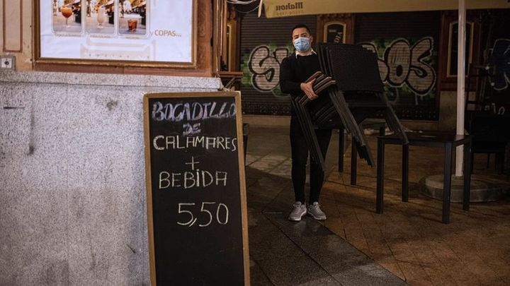 Madrid estudia retrasar el toque de queda y horarios flexibles de cierre para que la hostelería recupere las cenas