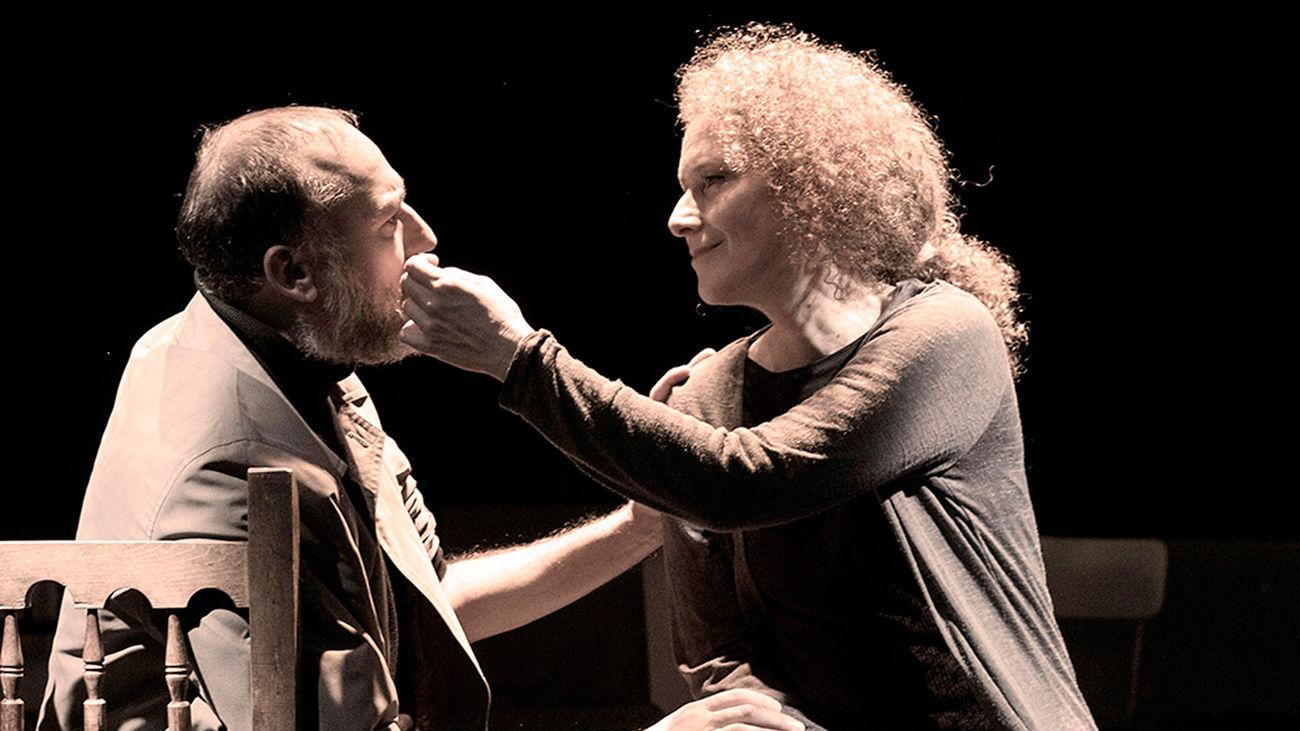 Clara Sanchís y Daniel Albadalejo protagonizan 'La lengua en pedazos' en el Teatro Galileo
