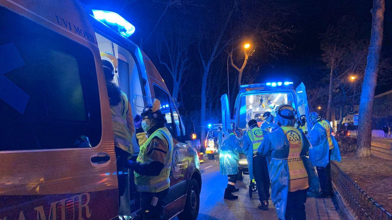Un equipo de Samur en un accidente en Mirasierra