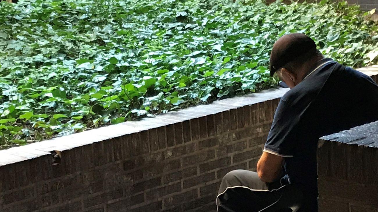 La soledad no deseada en los mayores, la otra pandemia de Madrid