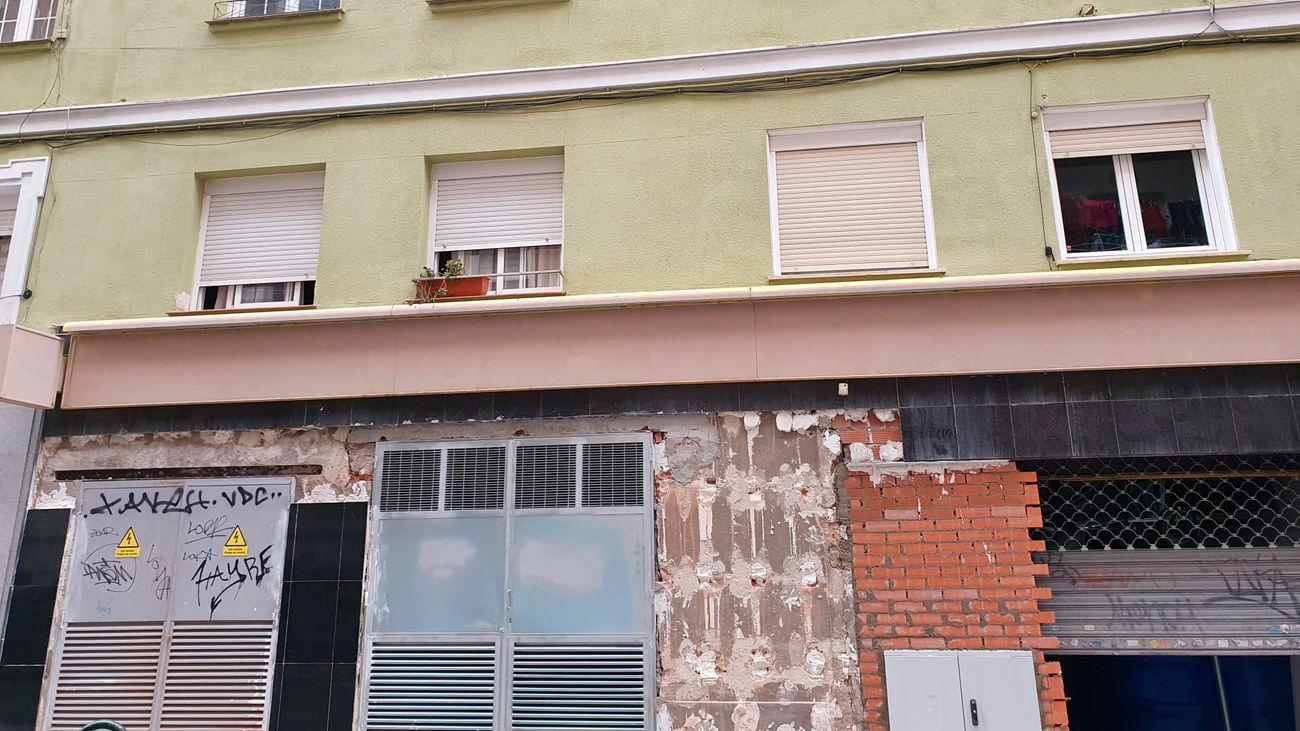 Imagen de los bajos comerciales en un edificio de la calle Cartagena donde se instalarán las cocinas fantasma