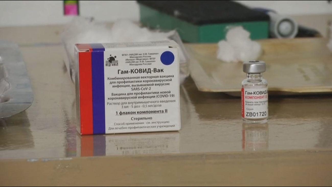 España abre la puerta a la vacuna rusa con la condición de que sea aprobada por Europa