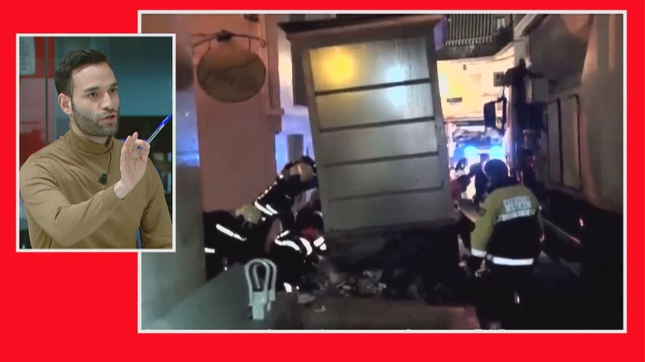 El tenso rescate de una mujer atrapada en un contenedor soterrado de basura en Marbella