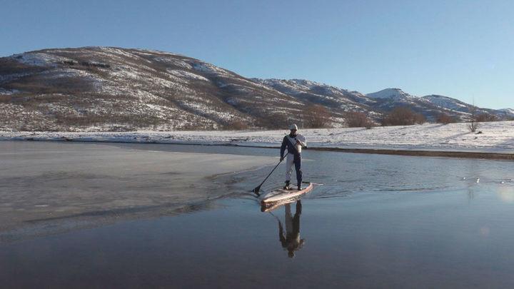 Antonio de la Rosa, hacer paddle surf en invierno en el embalse de Pinilla para dar el salto a la Patagonia
