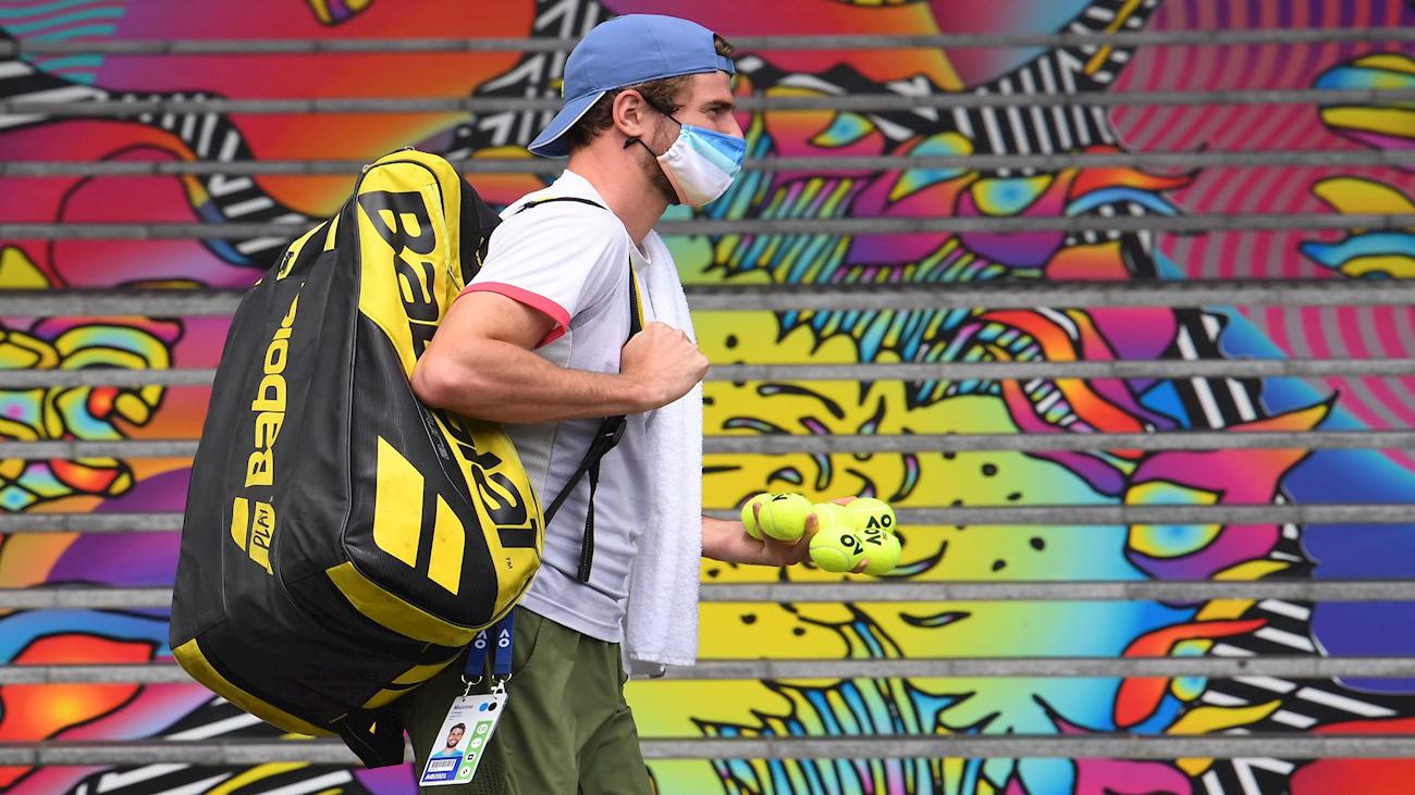 Un positivo por covid-19 paraliza el tenis en Australia