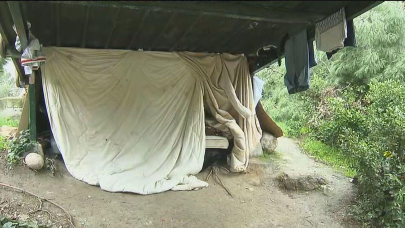 Vecinos denuncian inseguridad en el parque de Pradolongo por unas personas sin hogar