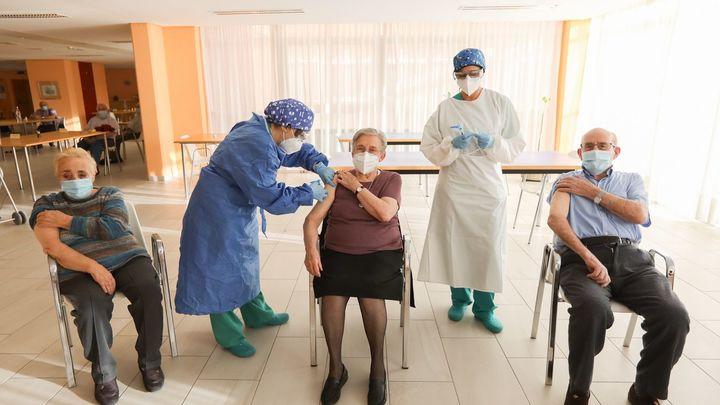 Registrados casos de Covid entre mayores completamente inmunizados