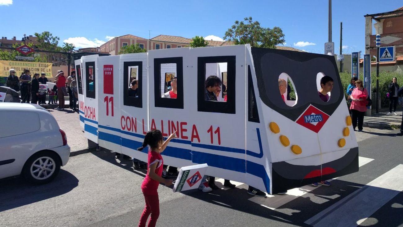 Protesta en Carabanchel para pedir la ampliación de la línea 11 de Metro