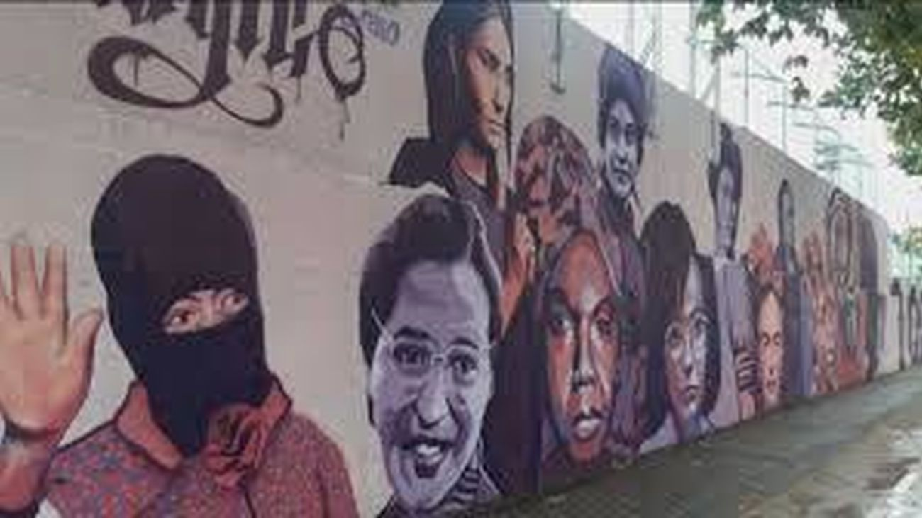 Mural feminista en el exterior del polideportivo de Ciudad Lineal