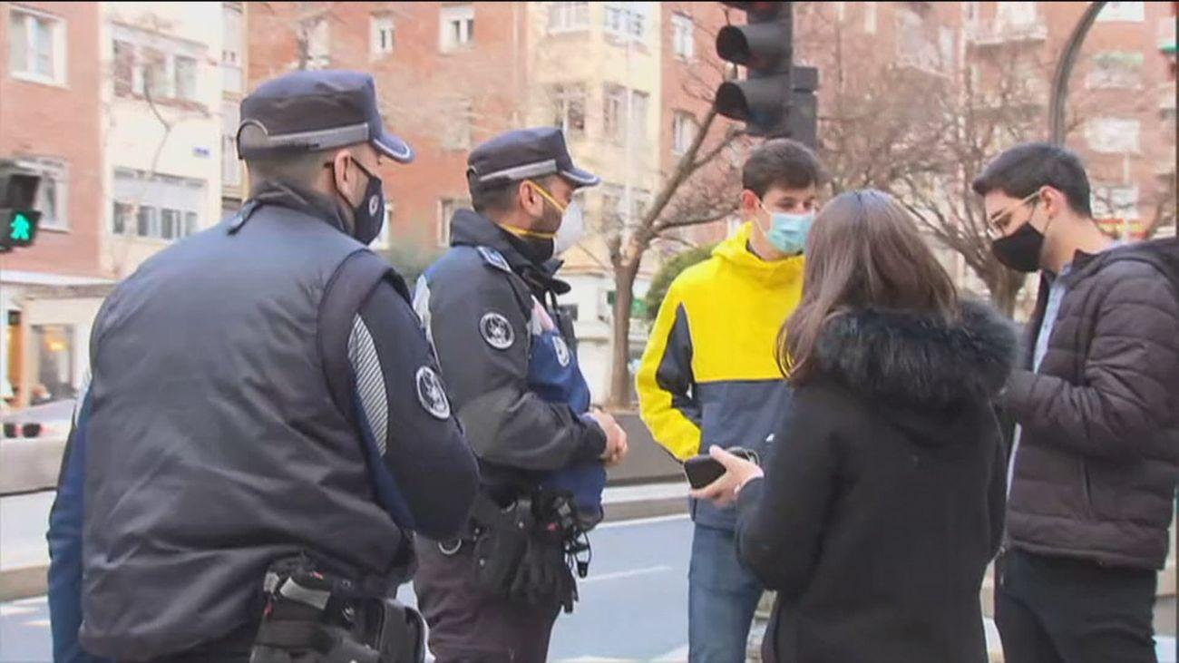 Controles policiales en Andrés Mellado para que se cumplan las restricciones, tras 47 días confinados