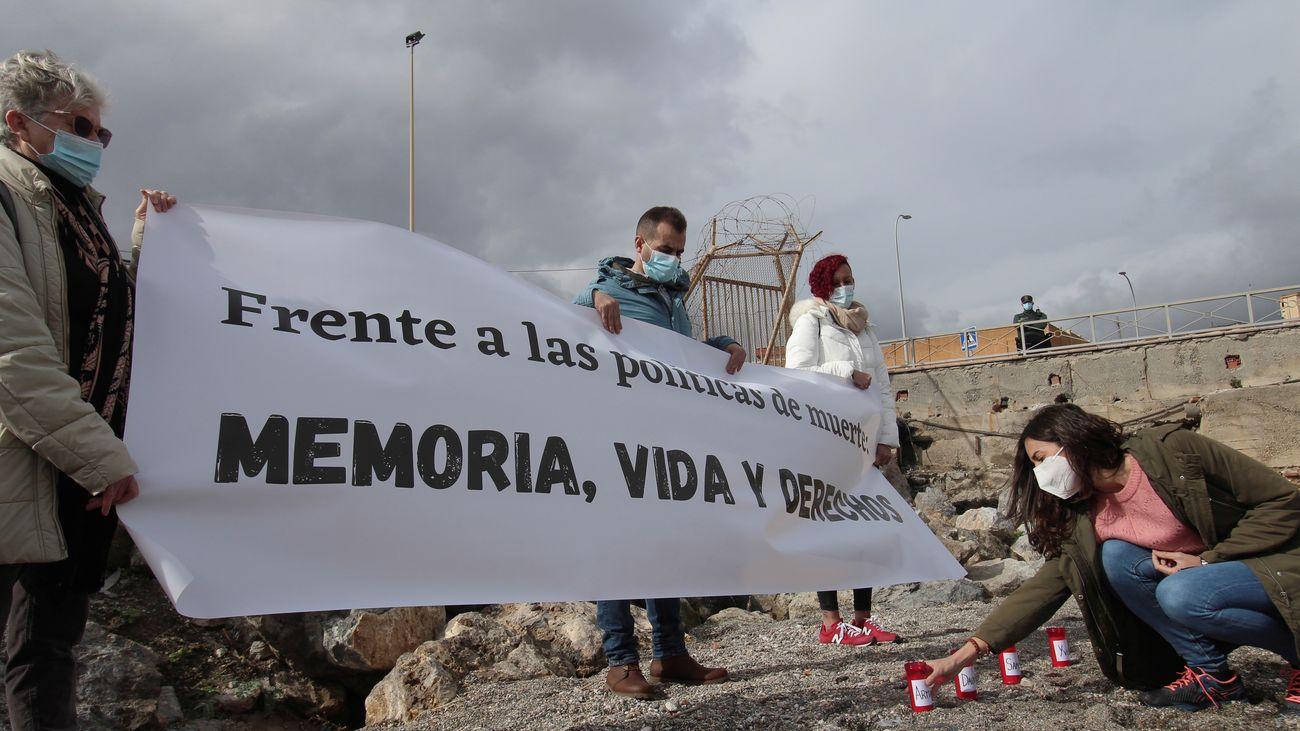 Una concentración recuerda a los quince inmigrantes muertos en el Tarajal