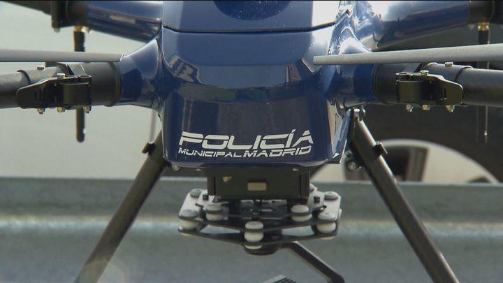 Los drones, los ojos de los agentes que vigilan que se cumplan las restricciones anticovid desde el aire