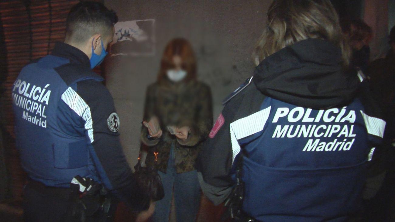 Increpan a un equipo de Madrid Directo, tras ser pillados en una fiesta ilegal