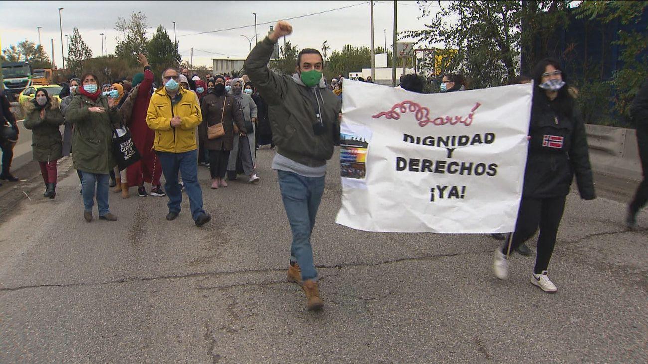 Profesores de la Cañada Real exigen una solución al problema de sus alumnos tras cuatro meses sin luz