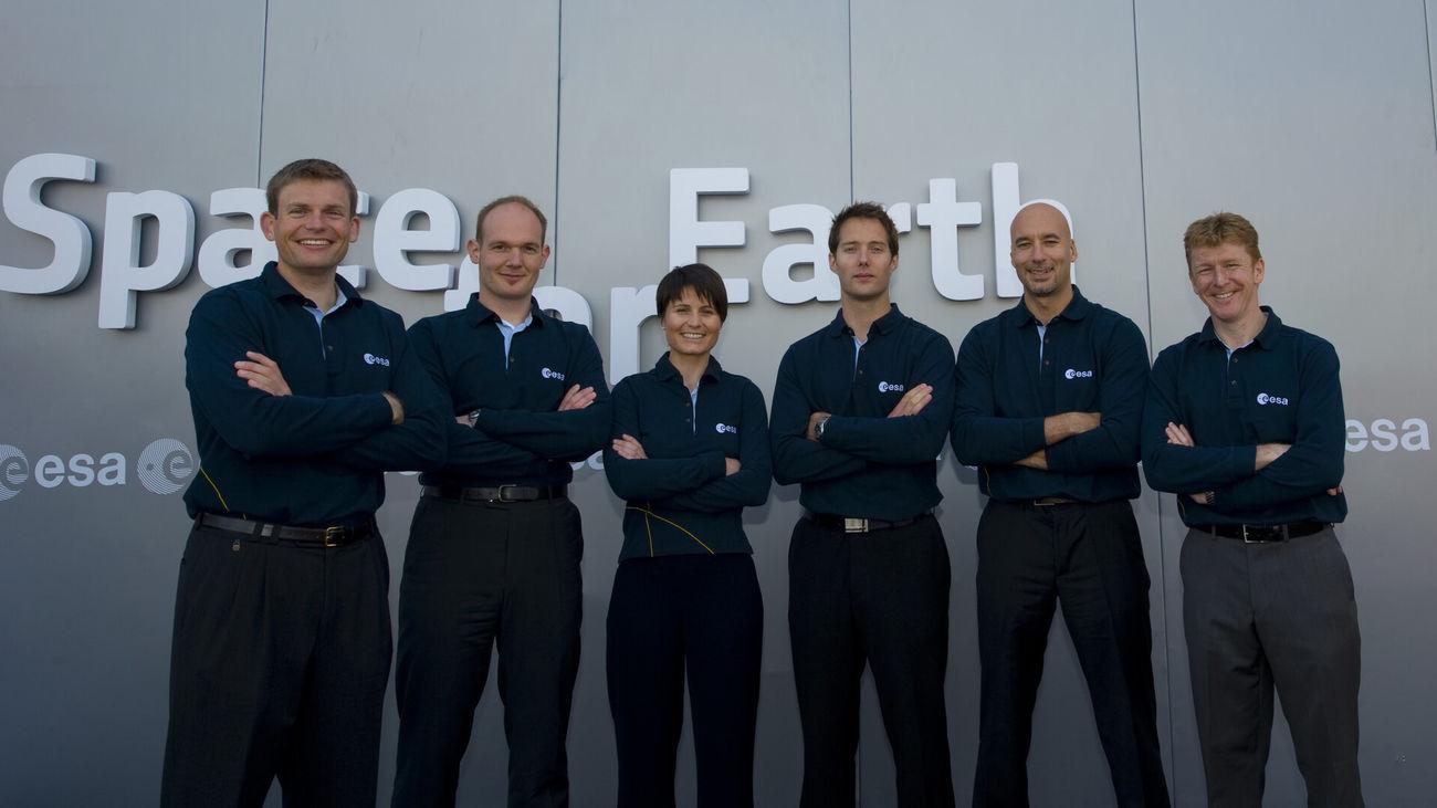 Última promoción de astronautas europeos posando en 2009