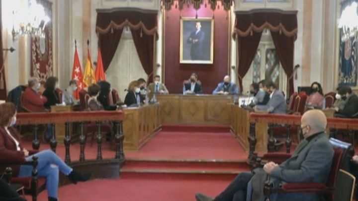 El Pleno municipal de Alcalá de Henares pide el cese de la gerente de su hospital, Dolores Rubio