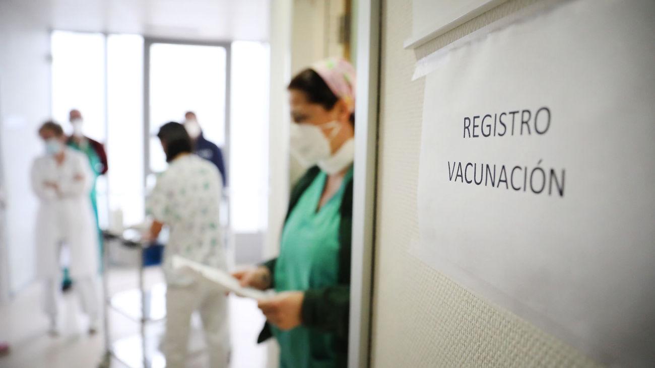 Sala de registro de vacunación para inyectar la vacuna de Pfizer-BioNTech a sanitarios del Hospital Infanta Sofía de San Sebastián de los Reyes