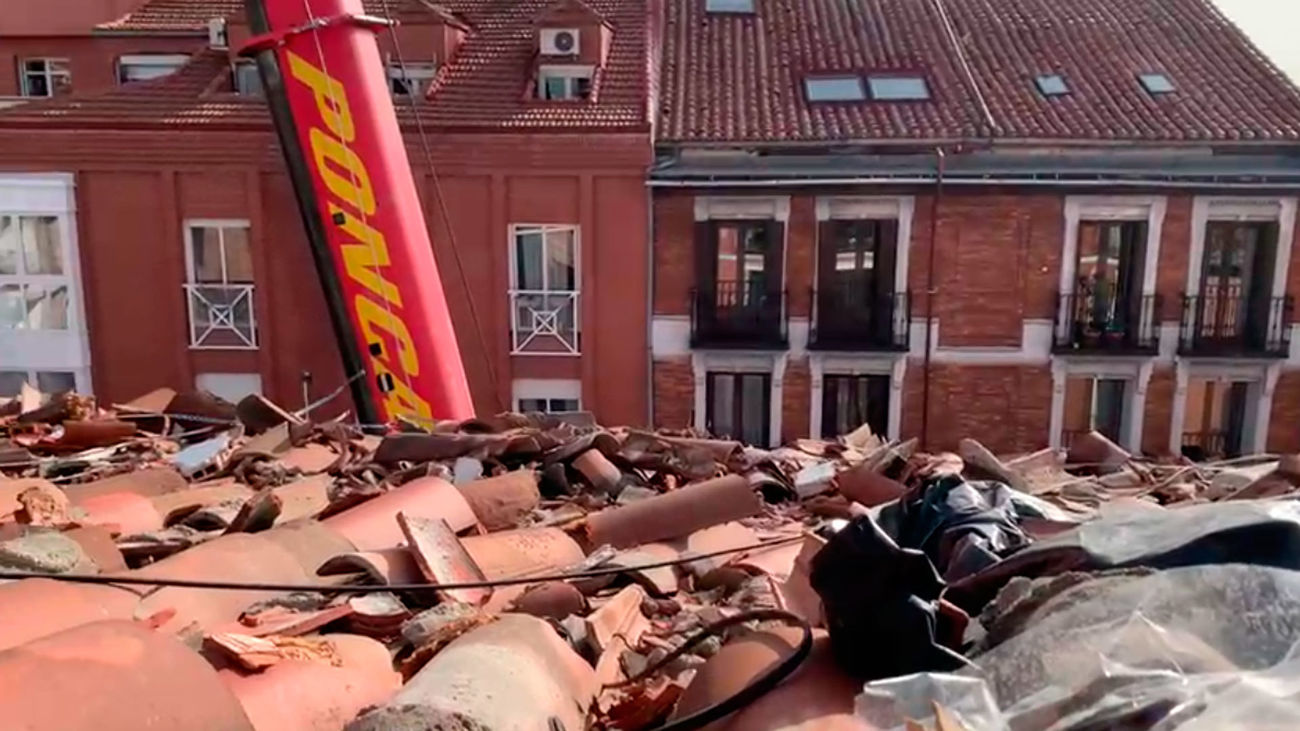 Vecinos de la calle Toledo piden al Ayuntamiento que actúe sobre los desperfectos que causó la explosión en el tejado