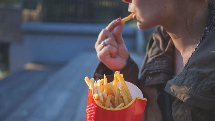 Alimentos que nos hacen no picar entre horas