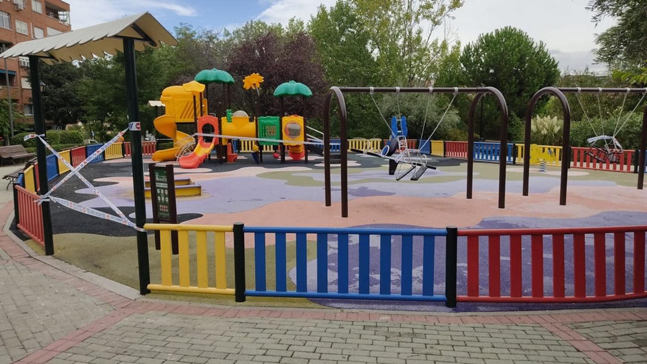 Parque infantil clausurado en la localidad de Algete