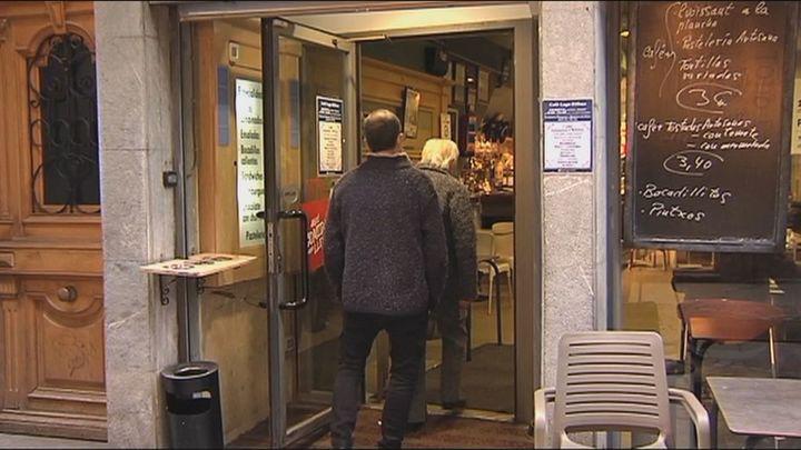 La reapertura de los bares por decisión judicial enfada al Gobierno vasco y reconforta a la hostelería