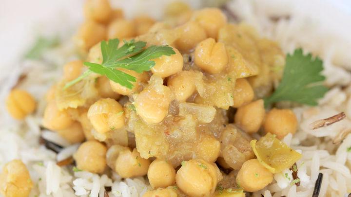 Aprende a preparar 'garbanzos con curry y arroz salvaje'
