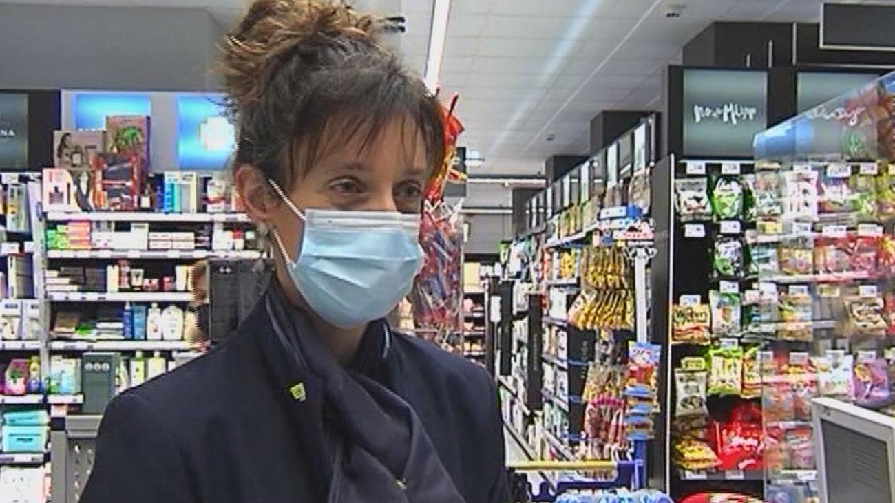 El Gobierno vasco vacunará al personal de los supermercados y a los conductores de autobús