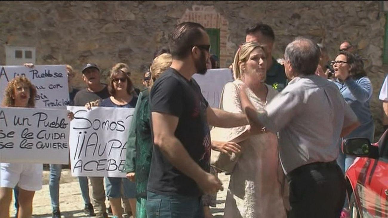 Los vecinos de La Acebeda sacados del padrón por la alcaldesa sin su permiso piden una solución