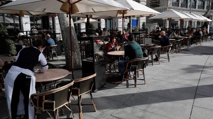 Madrid retrasará el toque de queda a las 23.00 horas y la hostelería recuperará las cenas a partir del 18 de febrero