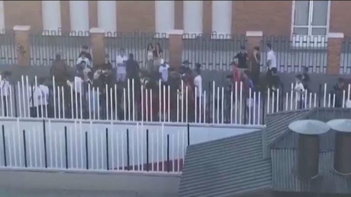 Los padres y alumnos del instituto 'Altair' de Getafe denuncian una oleada de violencia a las puertas del centro escolar