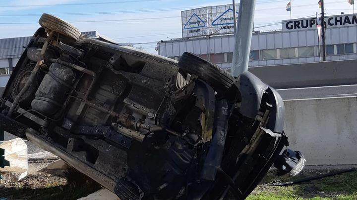 Dos personas resultan heridas tras volcar el coche en el que viajaban en  la A-4